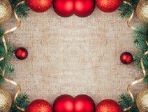 Opinión superior del fondo rústico de la decoración del Año Nuevo de la Navidad Fotografía de archivo