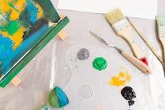 Opinión superior del lugar de trabajo creativo del pintor Art Studio Foto de archivo