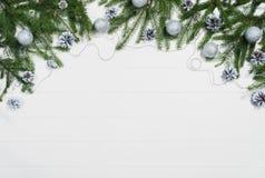 Opinión superior del marco del fondo de la Navidad sobre blanco con el espacio de la copia imagenes de archivo