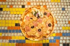 Opinión superior el Hawaiian de la pizza imagen de archivo libre de regalías