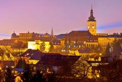 Opinión superior histórica de la noche de la ciudad de Zagreb fotografía de archivo libre de regalías