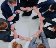 Opinión superior hombres de negocios con sus manos junto en un círculo Imagen de archivo