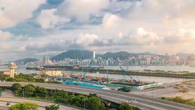 Opinión superior Hong Kong en el tiempo del día, visión desde el timelapse céntrico de la bahía de Kowloon metrajes