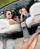Opinión superior mujeres en el coche Imágenes de archivo libres de regalías