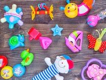 Opinión superior o endecha plana en los juguetes coloridos Fotos de archivo libres de regalías