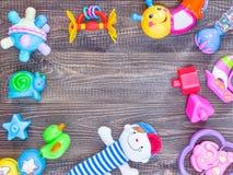 Opinión superior o endecha plana en los juguetes con el espacio de la copia Imágenes de archivo libres de regalías
