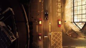 Opinión superior sobre el coche en Hong Kong en la noche existencias Lamborghini está conduciendo en la ciudad en el camino de la foto de archivo