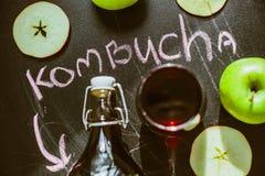 Opinión superior sobre Kombucha hecho en casa con las frutas Imagen de archivo libre de regalías