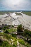 Opinión superior sobre la bahía de Mont Saint-Michel durante la bajamar en septiembre, Francia Fotos de archivo