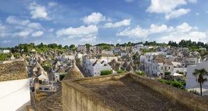 Opinión superior sobre la ciudad de Alberobello en Puglia, Italia Fotografía de archivo