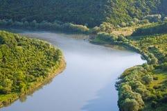 Opinión superior sobre la curva hermosa del río Barranco de Dniéster, Reino Unido Fotos de archivo libres de regalías