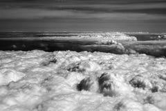 Opinión superior sobre las nubes de la luz del sol Fotos de archivo