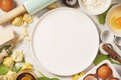 Opinión superior sobre los raviolis hechos en casa de las pastas Foto de archivo libre de regalías