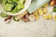 Opinión superior sobre los raviolis hechos en casa de las pastas Fotografía de archivo