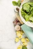 Opinión superior sobre los raviolis hechos en casa de las pastas Fotos de archivo