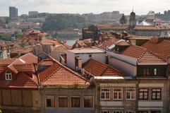 Opinión superior sobre los tejados de Oporto imagen de archivo