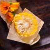 Opinión superior sobre porciones del maíz dulce Imagen de archivo