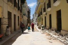 Opinión típica de la calle en La Habana Imagen de archivo libre de regalías