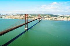 Opinión 25ta April Bridge en Lisboa Imagen de archivo libre de regalías