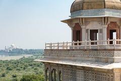 Opinión Taj Mahal del fuerte de Agra Fotografía de archivo
