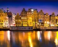 Opinión tranquila hermosa de la noche de la ciudad de Amsterdam Fotos de archivo libres de regalías