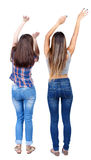 Opinión trasera dos mujeres jovenes de baile Fotografía de archivo