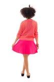 Opinión trasera el adolescente afroamericano en rosa aislado en w Imagenes de archivo