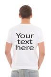 Opinión trasera el hombre joven en la camiseta blanca con Foto de archivo