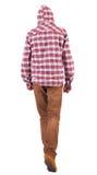 Opinión trasera el individuo que va en una camisa de tela escocesa con la capilla Fotografía de archivo