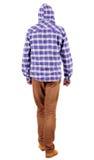 Opinión trasera el individuo que va en una camisa de tela escocesa con la capilla Imagen de archivo libre de regalías