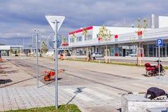 Opinión trasera sobre señal de tráfico cubierta con cinc Visión trasera Fotografía de archivo