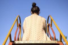 Opinión trasera una mujer joven Fotografía de archivo libre de regalías