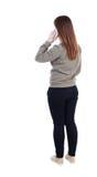 Opinión trasera una mujer que habla en el teléfono opinión de la parte trasera de por Fotografía de archivo libre de regalías