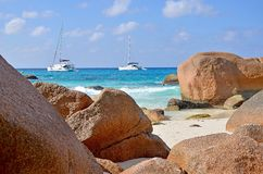 Opinión tropical de la playa en la isla de Seyshelles Foto de archivo
