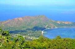Opinión tropical de la playa en la isla de Seyshelles Fotos de archivo libres de regalías