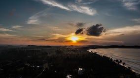 Opinión tropical Timelapse 4k del paisaje de la salida del sol de Weligama almacen de video