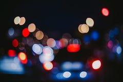 Opinión unfocused borrosa de la ciudad en la noche Foto de archivo