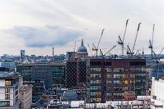 Opinión urbana del nuevo paisaje urbano de Londres Imagen de archivo