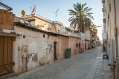 Opinión vacía sucia de la calle en la pequeña ciudad, la Arabia Saudita Fotos de archivo libres de regalías