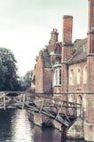 Opinión vertical del puente matemático, Cambridge, Reino Unido Foto de archivo