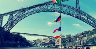 Opinión y paisaje del puente de Oporto fotografía de archivo