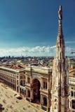 Opinión y plaza principal de la ciudad de Milano Foto de archivo libre de regalías