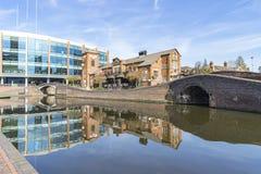 Opiniónes alrededor de los canales del centro de ciudad de Birmingham británicos imagen de archivo libre de regalías