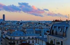 Opiniónes en la habitación en París imagen de archivo