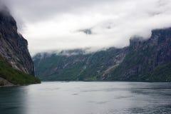 Opiniónes a lo largo del Geirangerfjord fotos de archivo libres de regalías