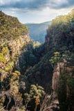 Opiniónes a través de la garganta de la montaña en montañas meridionales foto de archivo libre de regalías