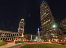 Opini?es da noite em Cleveland Downtown, Cleveland, Ohio fotografia de stock