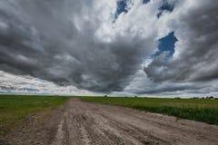 Opiniões da pradaria e céus surpreendentes Fotografia de Stock Royalty Free