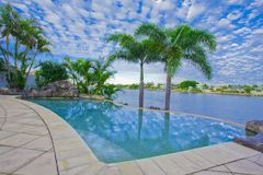 Opiniões do balcão da mansão do beira-rio Fotografia de Stock Royalty Free