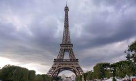 Opiniões do por do sol da torre Eiffel fotografia de stock